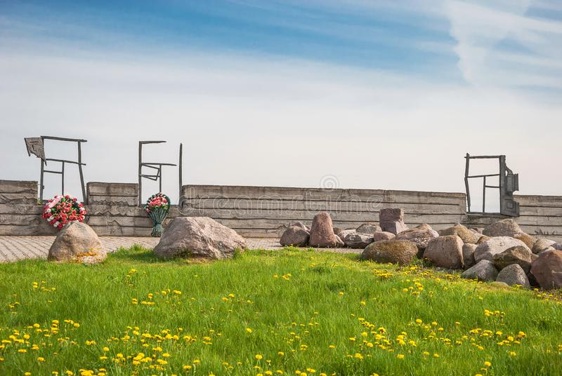 Μνημείο στη θέση της εκτέλεσης από τους φασίστες εβραϊκού στοκ εικόνα με δικαίωμα ελεύθερης χρήσης