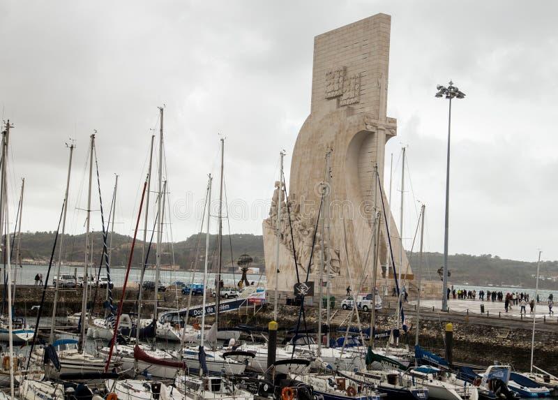 Μνημείο στις ανακαλύψεις και τις βάρκες στη Λισσαβώνα, Πορτογαλία στοκ εικόνες