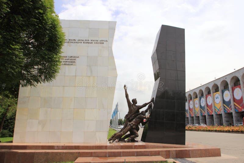 Μνημείο στους ήρωες στις 7 Απριλίου σε Bishkek στοκ φωτογραφίες