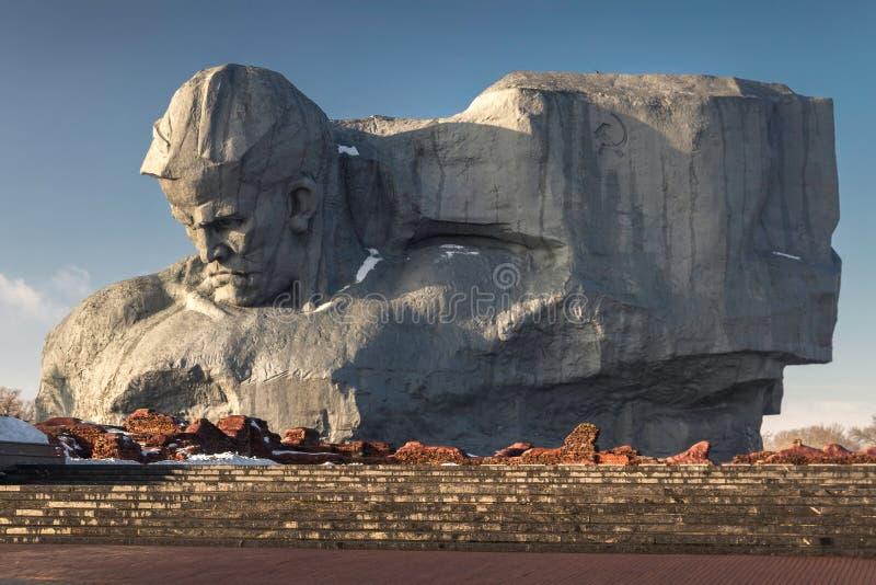 Μνημείο στους σοβιετικούς στρατιώτες στις καταστροφές του φρουρίου του Brest στοκ εικόνες