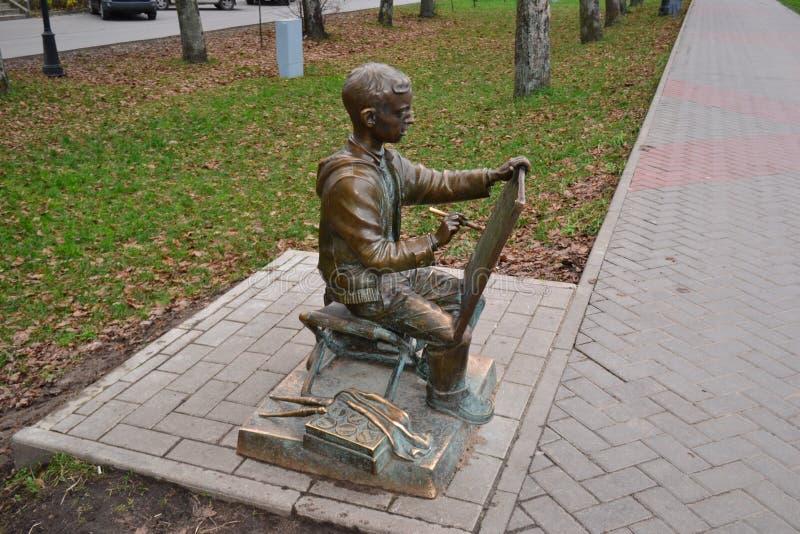 Μνημείο στο νέο καλλιτέχνη σε Veliky Novgorod, 2010 στοκ φωτογραφία