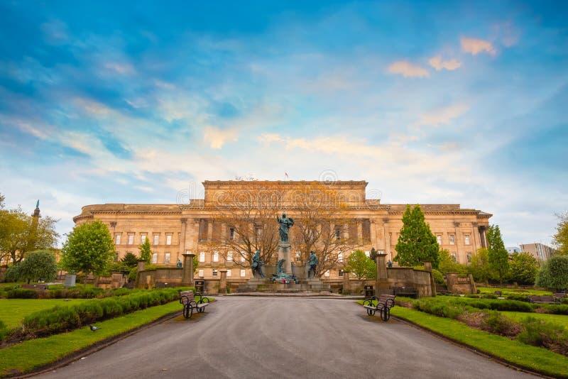 Μνημείο στο σύνταγμα του Λίβερπουλ του βασιλιά στο Λίβερπουλ, UK στοκ φωτογραφία