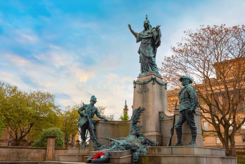 Μνημείο στο σύνταγμα του Λίβερπουλ του βασιλιά στο Λίβερπουλ, UK στοκ εικόνα με δικαίωμα ελεύθερης χρήσης