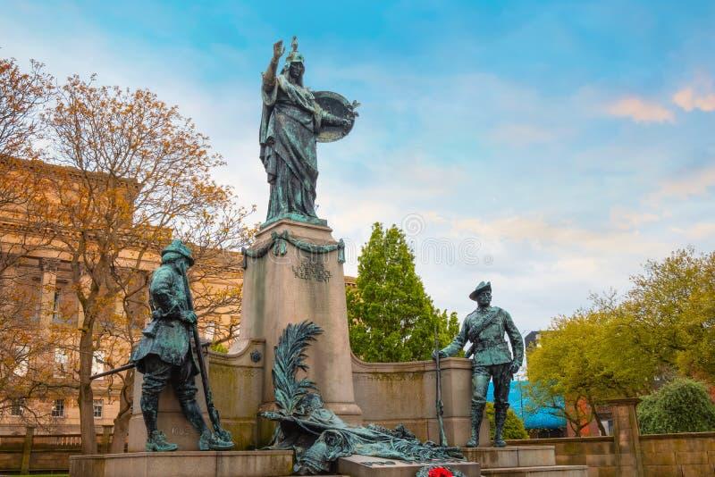 Μνημείο στο σύνταγμα του Λίβερπουλ του βασιλιά στο Λίβερπουλ, UK στοκ εικόνες