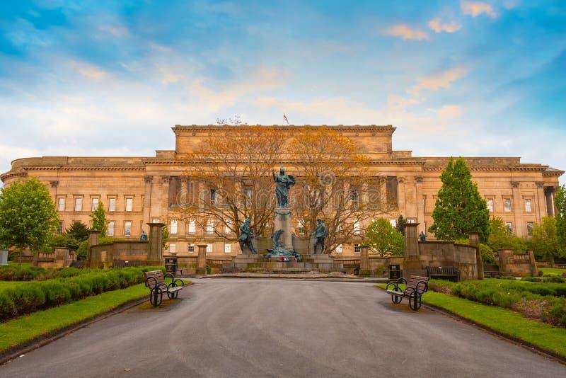 Μνημείο στο σύνταγμα του Λίβερπουλ του βασιλιά στο Λίβερπουλ, UK στοκ εικόνα