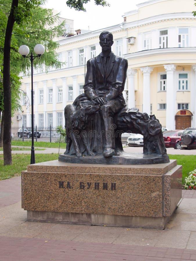 Μνημείο στο τετράγωνο συγγραφέων IA Bunin Bunin στην πόλη Voronezh, Ρωσία στοκ φωτογραφία