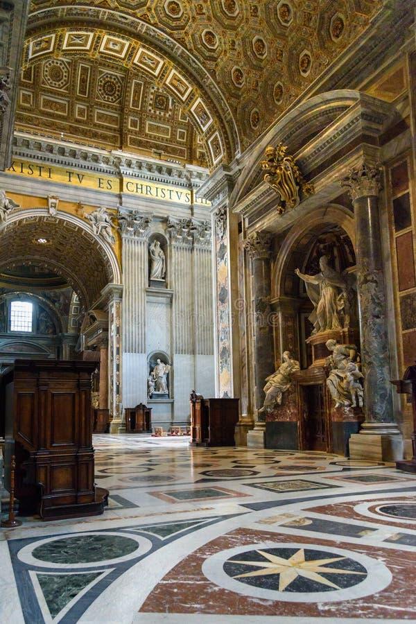 Μνημείο στο Benedict XIV Εσωτερικό της βασιλικής Αγίου Peter σε Βατικανό στοκ φωτογραφίες με δικαίωμα ελεύθερης χρήσης