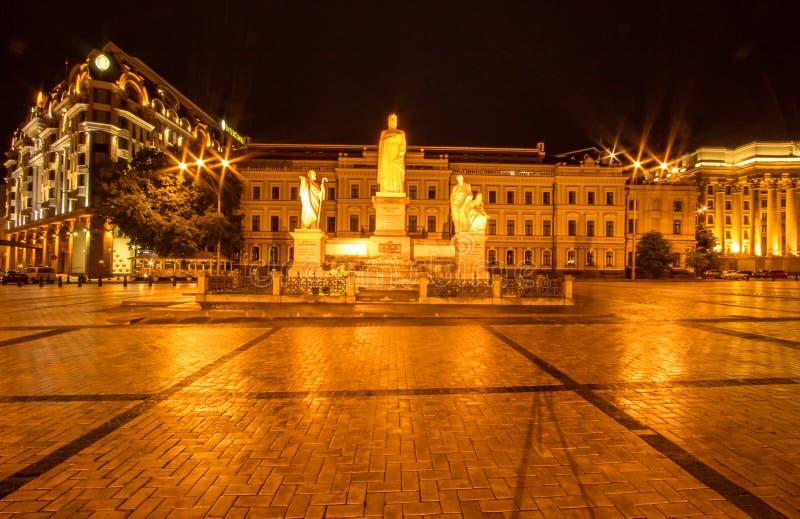 Μνημείο της πριγκήπισσας Όλγα στο Κίεβο στοκ εικόνα