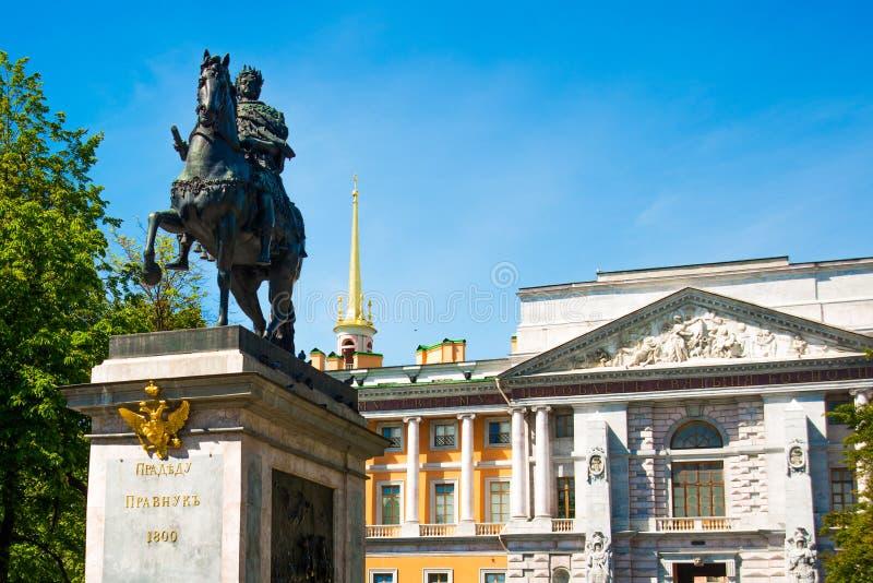 Μνημείο του Μέγας Πέτρου κοντά σε Mikhailovsky Castle, Αγία Πετρούπολη, Ρωσία στοκ εικόνες