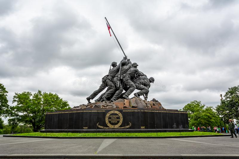 Μνημείο του Ναυτικού Corp War των Ηνωμένων Πολιτειών που απεικονίζει την τοποθέτηση σημαίας στο Iwo Jima στον Β' Παγκόσμιο Πόλεμο στοκ εικόνες με δικαίωμα ελεύθερης χρήσης