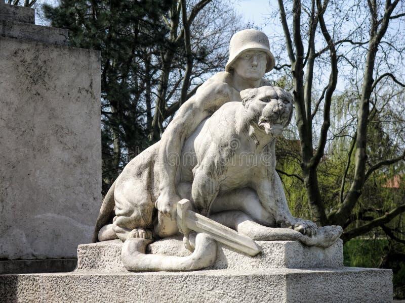 Download Μνημείο του πολέμου στο κέντρο της πόλης Gyor Στοκ Εικόνες - εικόνα από ανθρώπινος, ουγγαρία: 62700508