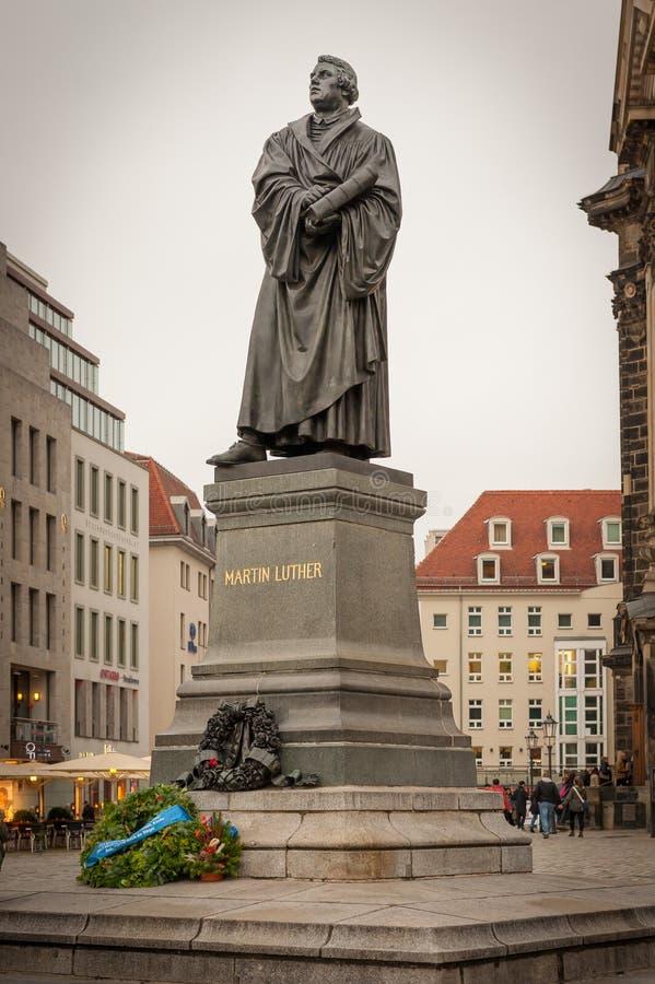 Μνημείο του Martin Luther κοντά σε Frauenkriche στη Δρέσδη στοκ φωτογραφία
