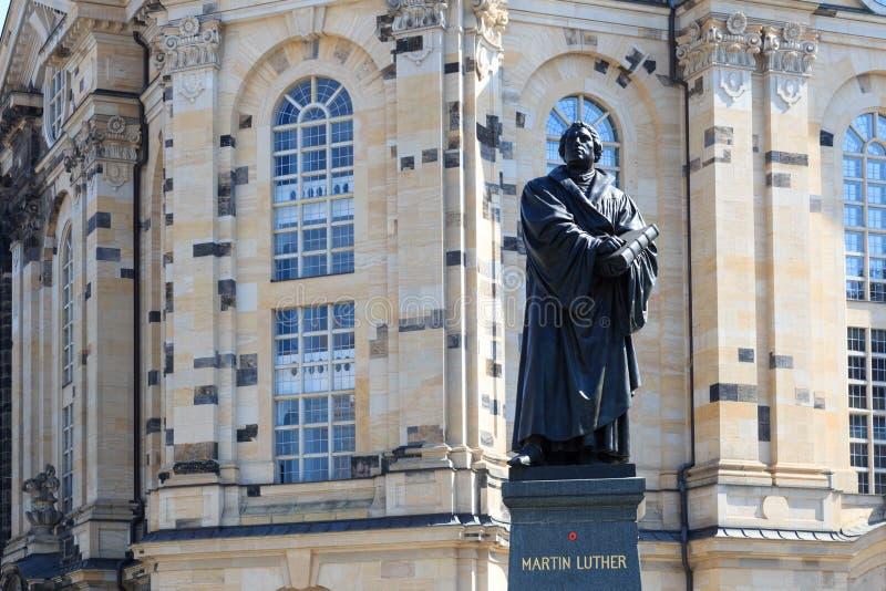 Μνημείο του Martin Luther σε Neumarkt μπροστά από Frauenkirche, Δρέσδη στοκ εικόνα