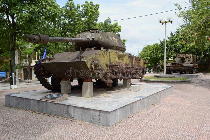 Μνημείο των παλαιών σπασμένων δεξαμενών του βιετναμέζικου πολέμου στοκ φωτογραφία με δικαίωμα ελεύθερης χρήσης