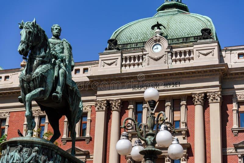 Μνημείο Mihailo Obrenovic στο μπροστινό Εθνικό Μουσείο στοκ εικόνες με δικαίωμα ελεύθερης χρήσης