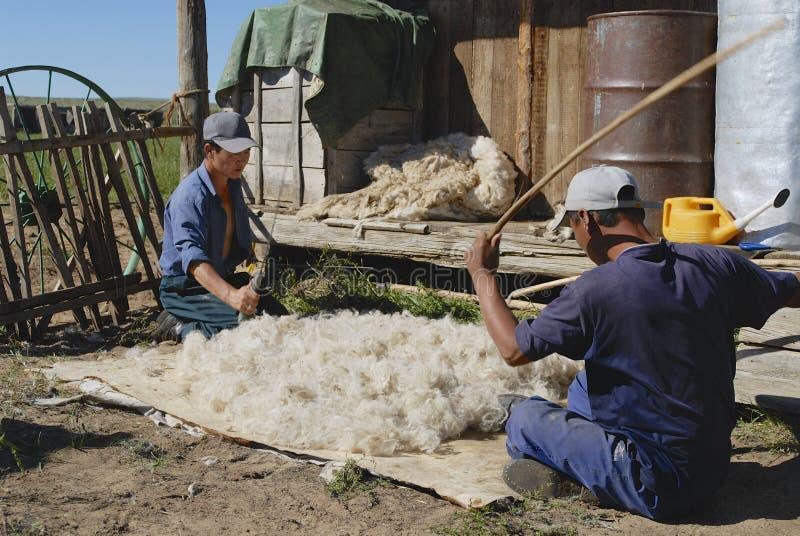 Μογγόλοι παράγουν αισθητός σε Harhorin, Μογγολία στοκ φωτογραφία