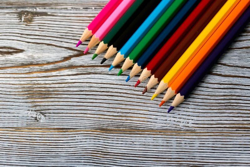 μολύβια Σχεδιασμός με ένα μολύβι σύρετε την εκμάθηση στοκ φωτογραφία