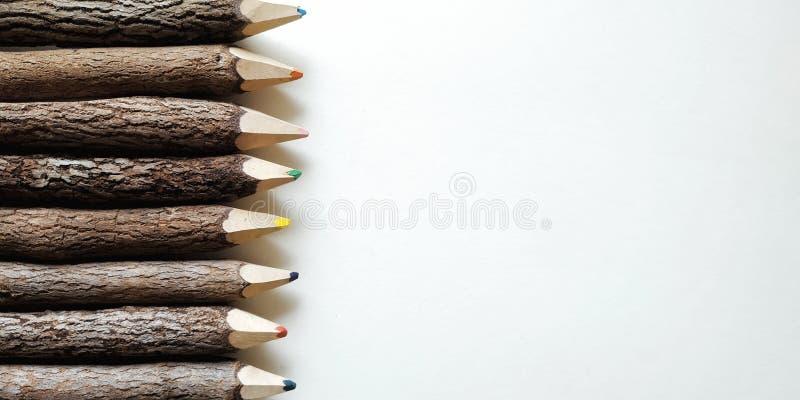 μολύβια χρώματος στο άσπρο υπόβαθρο στοκ εικόνες με δικαίωμα ελεύθερης χρήσης