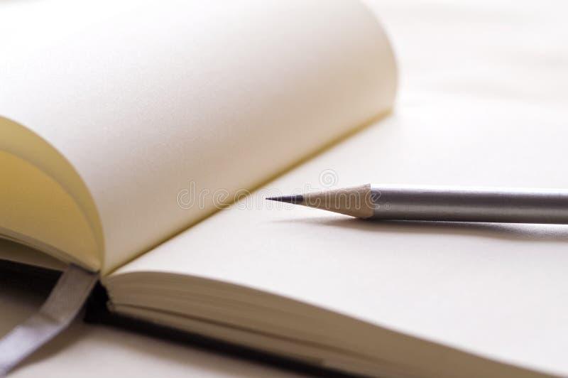 Μολύβι και έγγραφο στοκ εικόνες με δικαίωμα ελεύθερης χρήσης