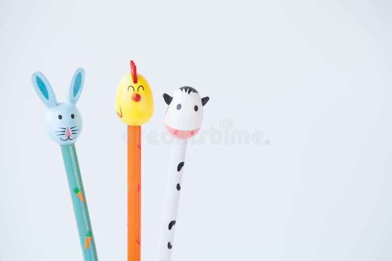 Μολύβι με την κουκούλα Πάσχας Pet στο λευκό στοκ φωτογραφία με δικαίωμα ελεύθερης χρήσης