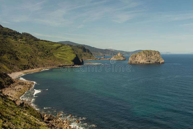 Μοναδικές απόψεις του ερημητηρίου του San Juan de Gaztelugatxe στοκ εικόνα