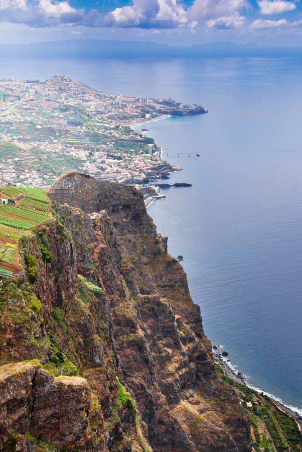 Μοναδική άποψη από το skywalk στην απότομη ακτή Cabo Girao, Μαδέρα, Πορτογαλία, Ευρώπη, στοκ φωτογραφία