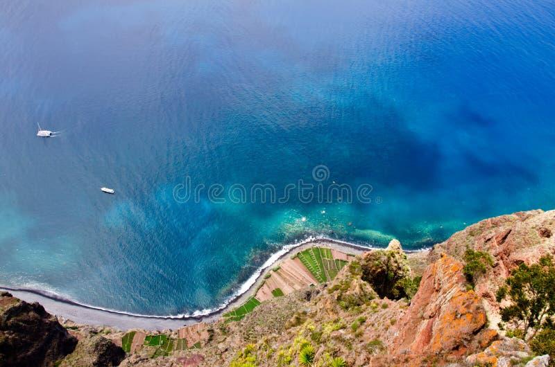 Μοναδική άποψη από το skywalk στην απότομη ακτή Cabo Girao, Μαδέρα, Πορτογαλία, Ευρώπη, στοκ εικόνα με δικαίωμα ελεύθερης χρήσης