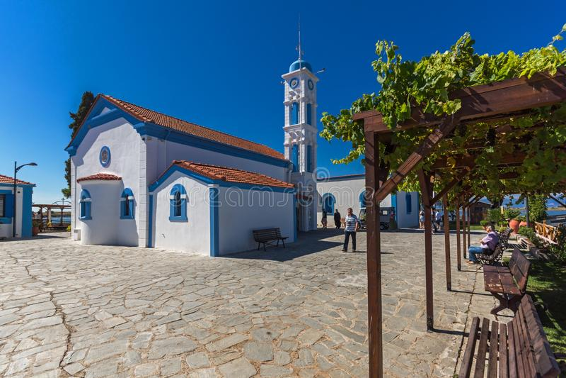 Μοναστήρι Άγιου Βασίλη που βρίσκεται σε δύο νησιά στο Πόρτο Λάγκος, την ανατολική Μακεδονία και Thra στοκ φωτογραφία
