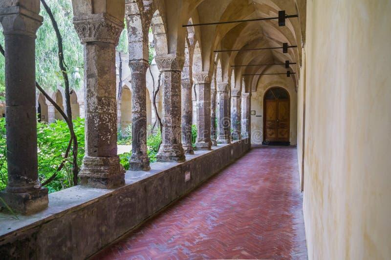 Μοναστήρι του δωδέκατου αιώνα Αγίου Francis σε Σορέντο, Ιταλία στοκ φωτογραφίες