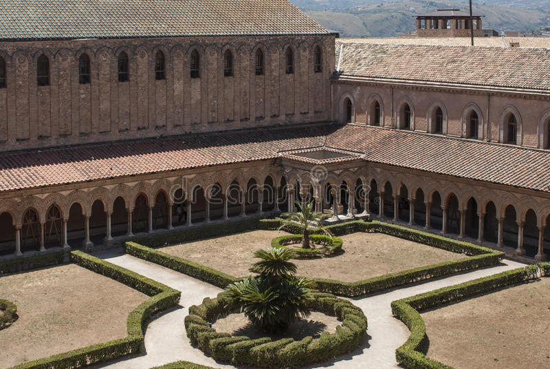 Μοναστήρι του καθεδρικού ναού του monreale Παλέρμο Σικελία Ιταλία Ευρώπη στοκ εικόνα