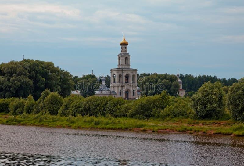 Μοναστήρι του ST George καθεδρικών ναών του ST George κοντά σε Novgorod Αρχαία Ορθόδοξη Εκκλησία στοκ εικόνα