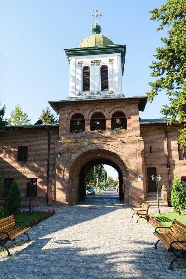 Μοναστήρι Plumbuita στο Βουκουρέστι, Ρουμανία - πύργος εισόδων και κουδουνιών στοκ φωτογραφίες