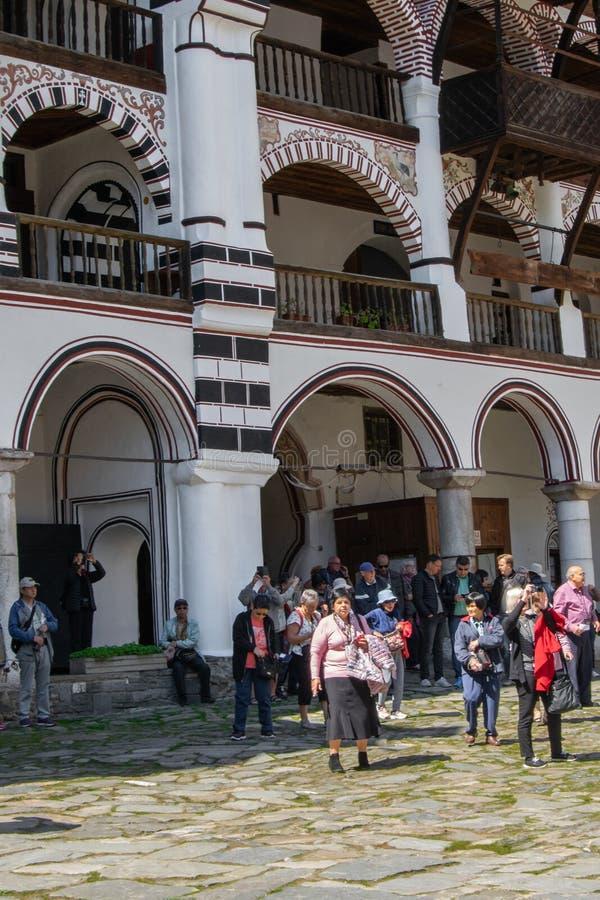 Μοναστήρι Rila, Βουλγαρία - θρησκευτικά μνημεία επίσκεψης τουριστών στοκ εικόνες με δικαίωμα ελεύθερης χρήσης