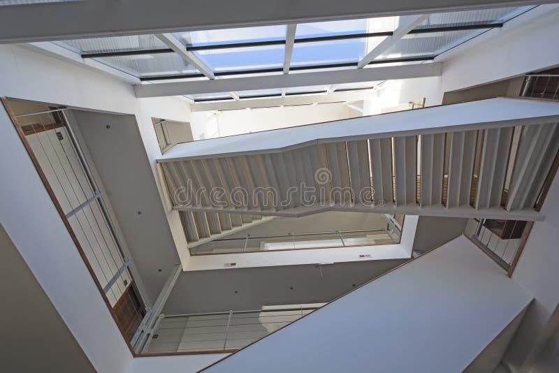 Μοναδικά σκαλοπάτια σε ένα δημόσιο κτίριο στοκ φωτογραφία