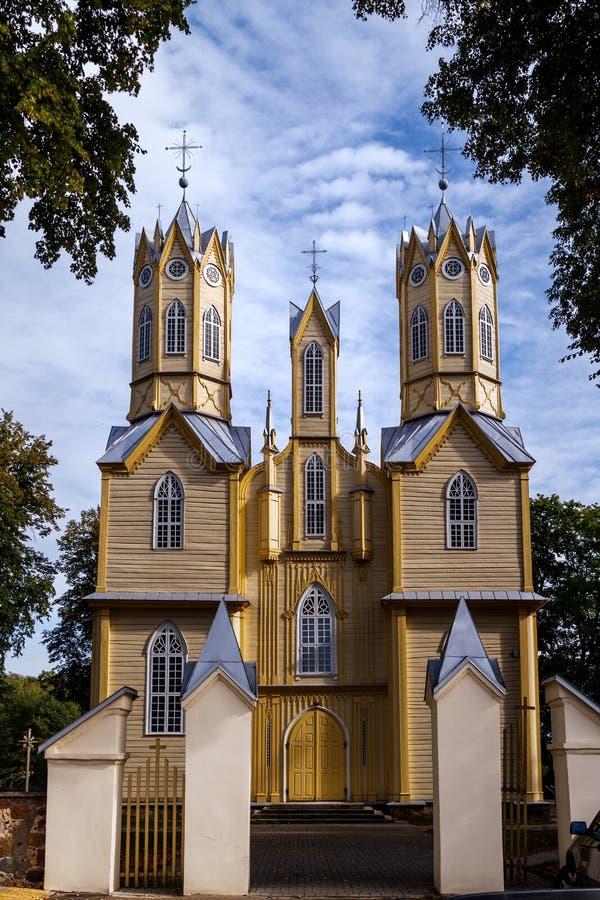 Μοναδική ξύλινη νεογοτθική εκκλησία, Nemajunai, Λιθουανία στοκ εικόνες