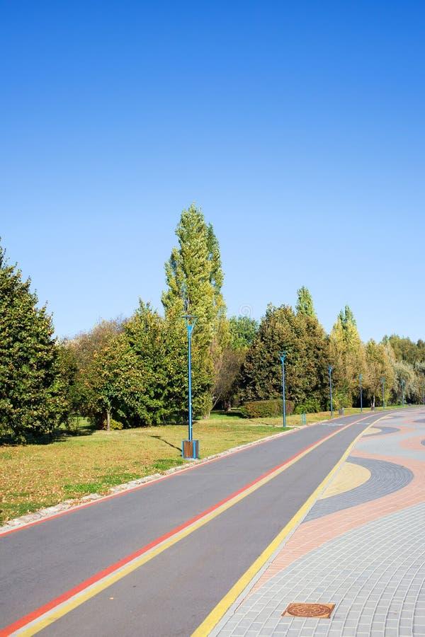 μονοπάτι πάρκων ποδηλάτων στοκ εικόνα