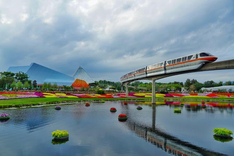 Μονοτρόχιος σιδηρόδρομος σε EPCOT κατά τη διάρκεια του φεστιβάλ λουλουδιών και κήπων στοκ φωτογραφία με δικαίωμα ελεύθερης χρήσης