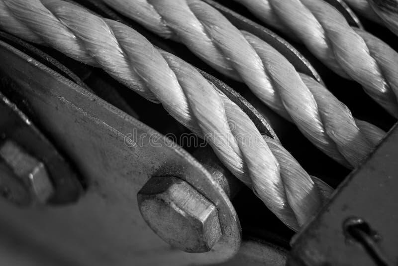Μονοχρωματικός φραγμός γάντζων καλωδίων στοκ εικόνες με δικαίωμα ελεύθερης χρήσης