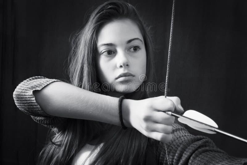 Μονοχρωματικό στενό επάνω πορτρέτο του νέου όμορφου κοριτσιού στοκ φωτογραφία με δικαίωμα ελεύθερης χρήσης