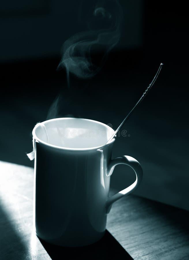 μονοχρωματικό τσάι κουπών στοκ εικόνες