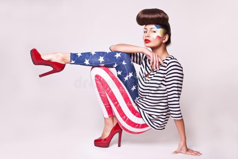 Μοντέλο μόδας στις περικνημίδες αμερικανικών σημαιών στοκ εικόνα