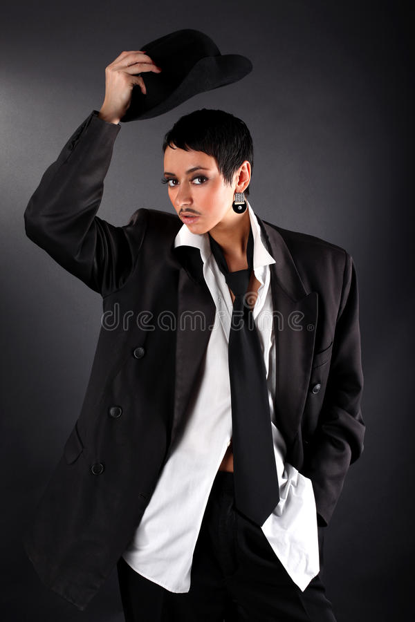 Μοντέλο μόδας στο μεγάλα πουκάμισο και το παλτό ατόμων στοκ φωτογραφίες με δικαίωμα ελεύθερης χρήσης