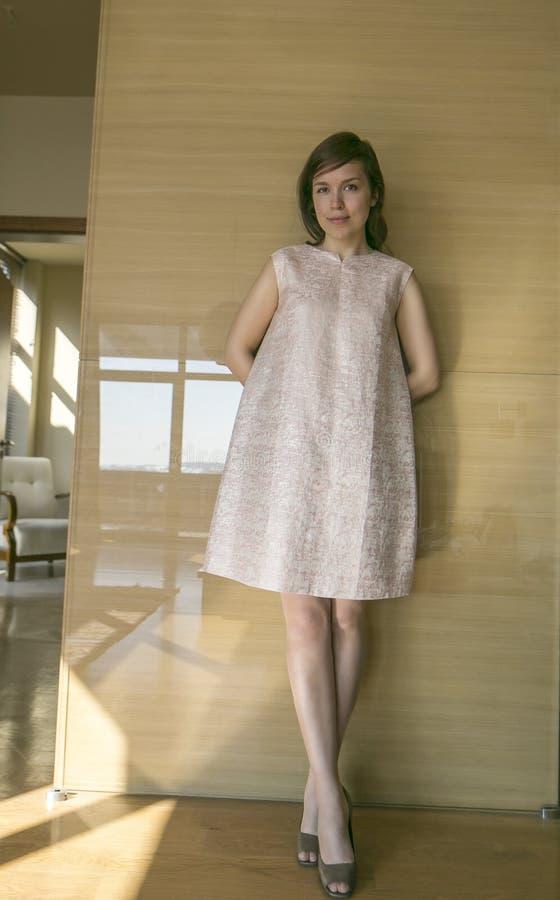 μοντέρνες νεολαίες γυναικών στοκ φωτογραφίες με δικαίωμα ελεύθερης χρήσης