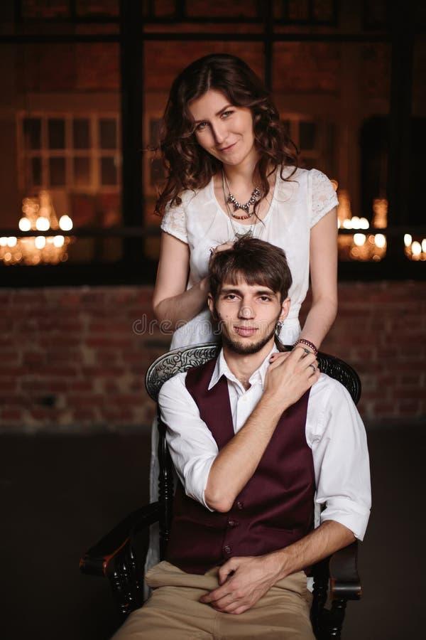 Μοντέρνο γαμήλιοι ζεύγος, νεόνυμφος και νύφη από κοινού στοκ φωτογραφίες