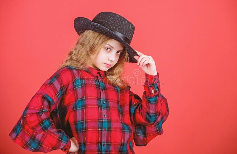 Μοντέρνο καπέλο ένδυσης παιδιών κοριτσιών χαριτωμένο Μικρό fashionista Δροσίστε cutie τη μοντέρνη εξάρτηση E   στοκ φωτογραφία