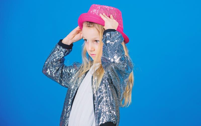 Μοντέρνο καπέλο ένδυσης παιδιών κοριτσιών χαριτωμένο Μικρό fashionista Δροσίστε cutie τη μοντέρνη εξάρτηση E   στοκ εικόνες