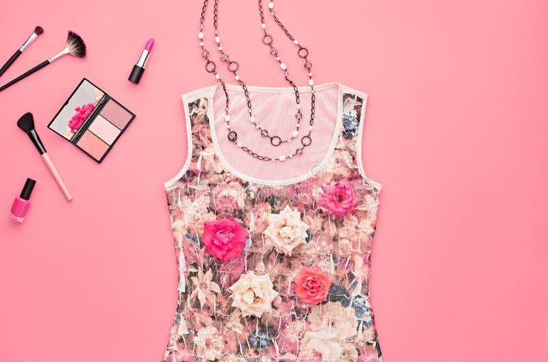 Μοντέρνο σύνολο μόδας Καλλυντικό προϊόντων πρώτης ανάγκης ελάχιστος στοκ εικόνα