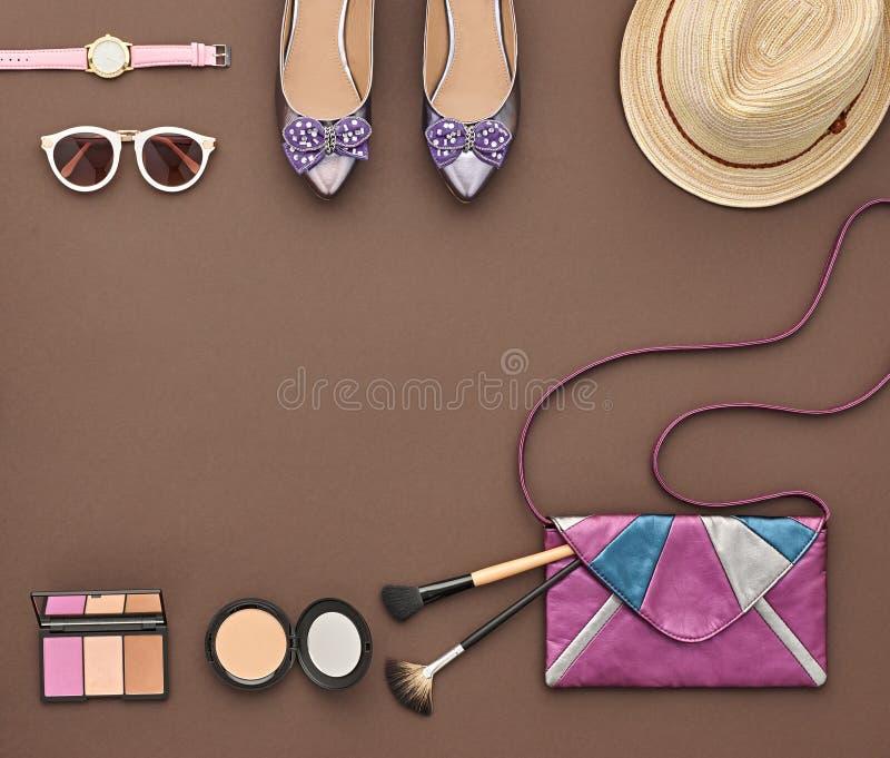 Μοντέρνο σύνολο μόδας Τοπ όψη Καλλυντικό προϊόντων πρώτης ανάγκης στοκ εικόνα