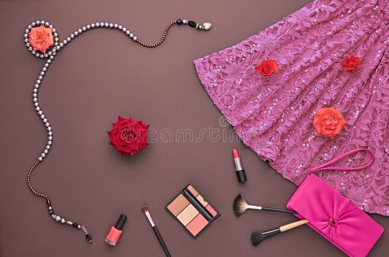 Μοντέρνο σύνολο μόδας Τοπ όψη Καλλυντικό προϊόντων πρώτης ανάγκης στοκ φωτογραφίες με δικαίωμα ελεύθερης χρήσης