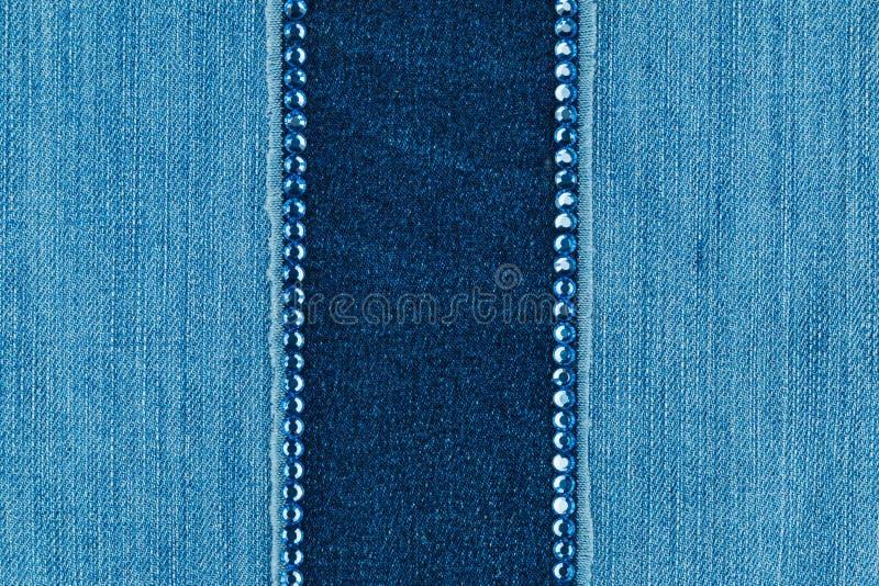 Μοντέρνο υπόβαθρο, τζιν και μπλε rhinestones στοκ φωτογραφία με δικαίωμα ελεύθερης χρήσης